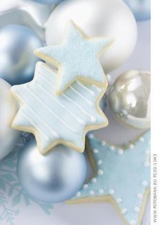 Light Blue Christmas cookies-this is so magical looking, a winter wonderland of cookies Noel Christmas, Christmas Goodies, Christmas Colors, Christmas Treats, All Things Christmas, White Christmas, Christmas Decorations, Christmas Mantles, Victorian Christmas