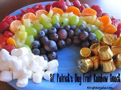 Patrick's Day Fun! Fruity Rainbow Snack – A fruity rainbow complete with marshmallow clouds and chocolate treasure! Fruity Rainbow Snack – A fruity rainbow complete with marshmallow clouds and chocolate treasure! Rainbow Snacks, Rainbow Fruit, Fun Fruit, Kids Rainbow, Fruit Dessert, Fresh Fruit, St Patricks Day Food, Saint Patricks, St Patrick Day Snacks
