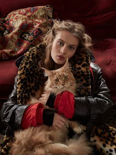 Model Florence Kosky is styled by Charlie Harrington as a Grey Gardens cat lady, lensed by Agata Pospieszynska for Harper's Bazaar UK September Hair by Gareth Bromell; makeup by Polly Osmond Maurice Careme, Celebrities With Cats, Rodney Smith, International Cat Day, Amor Animal, Urban Graffiti, Women's Plus Size Shorts, Cat People, Animal Fashion