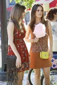 Zoe Hart's small yellow stud purse and tan shift dress on Hart of Dixie. Outfit details: http://wornontv.net/5340/