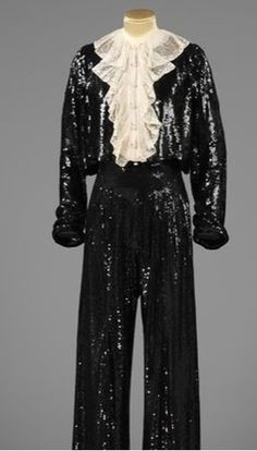 V&A Museum: Would you have imagined that the sequin was invented by Leonardo da Vinci in the 1400s? Evening trouser suit and blouse by Coco Chanel, designed in 1937-1938. Explore the origin of our Fashion Collection at the next CreateTour.