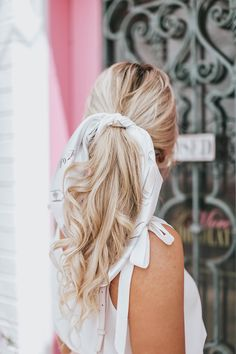 blonde hair, hairstyles, curly hair, long hair, blondes, ashy blonde, balayage, full foil, hair, blogger, hair scarf, fashion, style, influencer, preppy