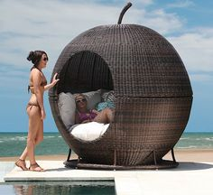 If you like me absolutely love lounging around the pool then the Iglu 'Apple' wicker daybed is perfect for you. The daybed is shaped like wicker and is made of Patio Daybed, Outdoor Daybed, Outdoor Wicker Furniture, Pool Furniture, Furniture Design, Rattan Daybed, Bamboo Furniture, Outdoor Chairs, Creative Beds