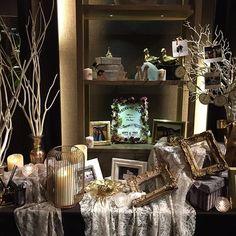 プランナーさんもカメラマンもみんながみんな口を揃えて可愛いという新婦様。 上品で美しい新婦様にぴったしのホワイト&ゴールドのウェルカムスペース #なるほどのイケメン新郎様 #kmwedding1112 #weddinginspiration #wedding #weddingideas #weddingdecor #bride #bridal #bridalparty #bridalflowers #flowers #flowerstagram #flowerslovers #flowersofinstagram #tablesetting #tablecoordinate #orientalhotelkobe #プレ花嫁 #オリエンタルホテル旧居留地 #ウェディングフラワー #フラワーアレンジメント #テーブルコーディネート #ウェルカムスペース #ウェルカムスペース準備 #ウェルカムトランク #ウェルカムボード #結婚式 #結婚式準備 #日本中のプレ花嫁さんと繋がりたい