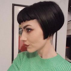 I want to look like this Stacked Bob Hairstyles, Short Bob Haircuts, Hairstyles Haircuts, Cool Hairstyles, Bob Haircut With Bangs, Pixie Haircut, Short Bob Styles, Long Hair Styles, Hair Inspo