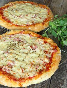 bakpulverpizza6 Calzone, Hawaiian Pizza, Toast, Food And Drink, Bread, Vegetables, Breakfast, Recipes, God Mat