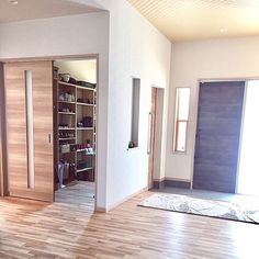 Japanese Home Design, Japanese House, Entrance Hall, Entry Doors, Morden House, Closet Mirror, Shoe Room, House Rooms, Mudroom