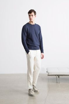 Scandinavian Minimalism With Norse Projects Pre-Fall 2016 For its pre-fall 2016 collection, Norse Projects took inspiration from the abstract painter Agnes Martin resulting in a plain and simple aesthetic in which a variety of blue hues take the...