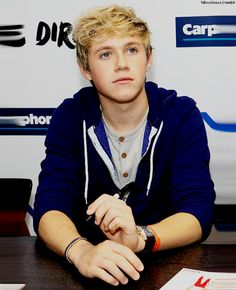 Umm, Niall, uh, I don't know how to say this but, ummm, I just wanted to say, yeah your gorgeous. Kay bub-eye  (: xx -A