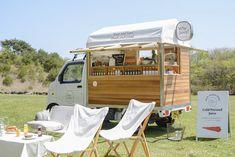 Have mini bar fridge with juice Food Cart Design, Food Truck Design, Cafe Design, Store Design, Mobile Cafe, Mobile Shop, Cafe Shop, Cafe Bar, Foodtrucks Ideas