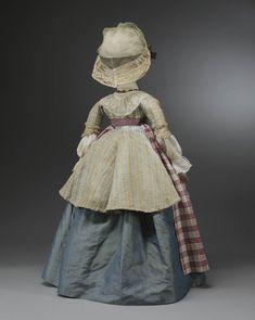 Miniatuurpop gekleed zoals een volwassen vrouw uit de Zaanstreek aan het einde van de 18de eeuw. #NoordHolland #Zaanstreek