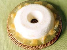 Receita de Pudim Tropical - iogurte natural, essência de abacaxi, açúcar , gelatina incolor sem sabor, água, suco de abacaxi, leite em pó