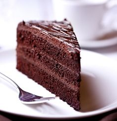 Simple yet delicious chocolate raspberry cake recipe! Yum! #pchtips