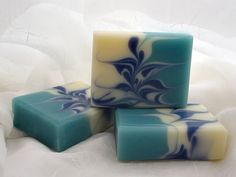 This soap has the prettiest swirls! I wish I could do swirls like that.