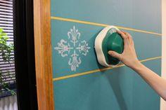 壁に貼った「ウォールデコシート」の上に「ペイントスタンプ」をスタンプしていきます。模様をきれいに整列させたい場合は、あらかじめマスキングテープなどで壁面にラインを取っておきます。  版面に塗料をつけたら一度段ボールなどにスタンプして余分な塗料を落とすと、本番ではイイ感じになります♪ Wall Lights, Home Decor, Appliques, Decoration Home, Room Decor, Home Interior Design, Wall Lighting, Home Decoration, Interior Design