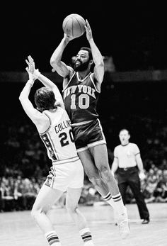 All-time New York Knicks New York Basketball, Pro Basketball, Basketball Quotes, Basketball Pictures, Basketball Legends, Basketball Players, New York Knickerbockers, Walt Frazier, Sports Celebrities