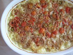 Macaroni and Cheese with Tomatoes: Topped with roasted cherry tomatoes and crisp breadcrumbs, this mac and cheese is a meal in itself. Cheap Pasta Recipes, Pasta Dinner Recipes, Macaroni And Cheese Casserole, Casserole Recipes, Pasta Dishes, Food Dishes, Main Dishes, Side Dishes, Salad Dishes