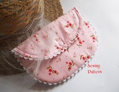 sweet little vintage style purse pattern - very easy to sew - makes for great gifts