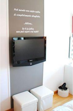 televisión sin muebles. White-Glam.