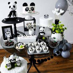 Party Set, Baby Party, Party Time, Panda Themed Party, Panda Party, Panda Birthday Cake, Baby Birthday, Bolo Panda, Panda Decorations