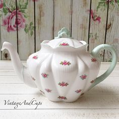 Idr 4.990 Shelley dainty rosebud teapot in very good condition.