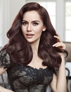 Was ist die perfekte Haarfarbe von Fahriye Evcen? Turkish Women Beautiful, Beautiful Muslim Women, Turkish Beauty, Beautiful Girl Image, Indian Beauty, Very Pretty Girl, Beauty Shots, Stylish Girl Pic, L'oréal Paris