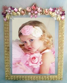 Vintage rhinestone jewelry art framed,Frame,Porta retrato em Pedrarias, jeweled frame, joias,bijuterias, jewellery ,enfeite de mesa;festas,Jewelry Frame, Sparkle Vintage, Victorian ,Shabby Chic, Pink ,Frame ,Jewels, From The Collection,antique,mirror, Bejeweled, Rhinestone,brooches,party, birthday, princess
