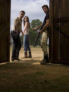 Rick Grimes (Andrew Lincoln), Lori Grimes (Sarah Wayne Callies) e Shane Walsh (Jon Bernthal) - The Walking Dead 2ª Temporada - Foto: Matthew Welch/AMC