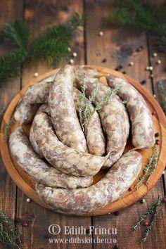 carnati-de-casa Pepperoni Recipes, Sausage Recipes, Meat Recipes, Cooking Recipes, Romanian Food, Romanian Recipes, How To Make Sausage, Smoking Meat, Cookbook Recipes