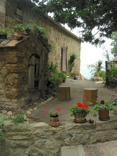 Characteristic Old Home And Flowers In Tuscany: Along the road near Monteriggioni in Tuscany late on a September afternoon.