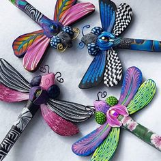 Dragonflies out of the oven! Polymer Clay Animals, Polymer Clay Canes, Fimo Clay, Polymer Clay Projects, Ceramic Clay, Polymer Clay Earrings, Clay Crafts, Polymer Project, Ceramic Jewelry