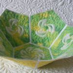 cadouri-din-inima.blogspot.com Quilted Bowl: Fabric pieces can be all from the same print or mix as you like, template download provided.