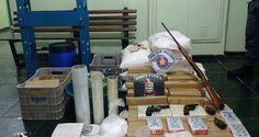 Um homem foi preso com 68 quilos de maconha, 18 quilos de cocaína e dinheiro nesta quarta-feira (2) ...