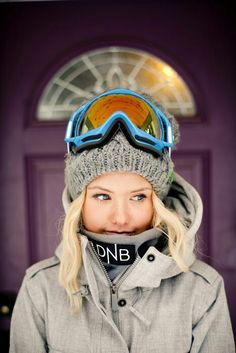 I can't snowboard but we do have a ski resort stay in our itinerary! Let's ski, hon! Snowboarding Style, Ski And Snowboard, Snowboarding Clothes, Snowboarding Women, Silje Norendal, Marken Outlet, Ski Bunnies, Wakeboard, Ski Socks