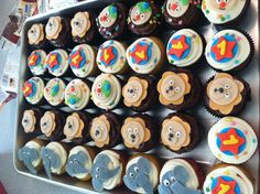 Circus cupcakes to go along with circus themed cake :)
