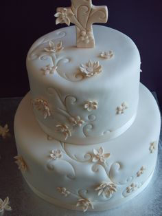 Excerpt from Wikipedia First Communion is traditionally an important religious ceremony for Catholic families. Traditions surrounding First Communion usually include large family gatherings and par… Fondant Cakes, Cupcake Cakes, Christian Cakes, Cake Paris, First Holy Communion Cake, Confirmation Cakes, Catholic Confirmation, Baptism Cakes, Religious Cakes
