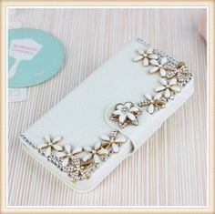 Bloemetjes Bling! Wallet case voor je telefoon.  Bestel deze Bling wallet case bij www.divaa.nl  Voor de modellen: Appple Iphone 5c, Apple Iphone 5/5S, Apple Iphone 4/4S, Samsung Galaxy S4, S4 mini, Samsung Galaxy S3, S3 mini, Samsunng Galaxy Note 3