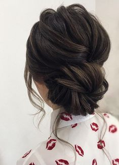 Whether you're a summer ,winter bride or a destination bride, so make sure y. Informations About Whether you're a summer ,winter bride or a destination bride, so make sure y. Bride Hairstyles, Trendy Hairstyles, Modern Haircuts, Everyday Hairstyles, Celebrity Hairstyles, Bridal Party Hairstyles, Winter Wedding Hairstyles, Curly Bun Hairstyles, Face Shape Hairstyles