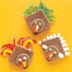 What a great idea for a thankgiving party or kids snack! creative turkey sandwiches for kids  #holidayentertaining