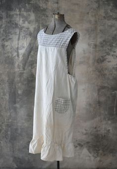 White cotton apron circa Features ruffle hemline, grey windowpane plaid pockets, neckline and trim. Ties around back with 17 sash at each side. Cool Aprons, Linen Apron, Sewing Aprons, Aprons Vintage, Apron Dress, Linens And Lace, Refashion, Smocking, Vintage Outfits