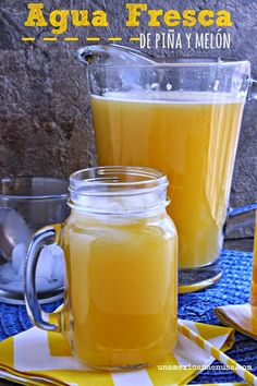 Deliciosa agua fresca de piña y melón by Fruit Drinks, Detox Drinks, Healthy Drinks, Healthy Recipes, Beverages, Mexican Drinks, Mexican Food Recipes, Refreshing Drinks, Summer Drinks