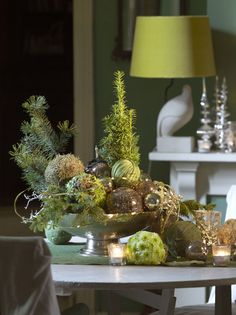 Table Decoration by Boerma Instituut for magazine Special Bloemschikken. Want to learn how to make Floral Design arrangements? Please visit our website. #Floraldesign #Floraldesignschool #Holland #Dutchfloraldesign #Floral #Design #Table #Arrangement #Flowers