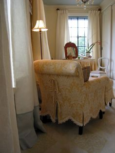 love that slipcover!  Lady's Dressing Room Designer: Jessie Davidson / Juicy & Co., Lake Forest, IL  From the 2003 Lake Forest Showcase House and Gardens  Photo ©2003, Glenna Morton, About Interior Decorating