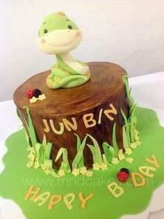 Snake Year Children Birthday Cakes, Cupcakes And Cookies Fondant Toppers, Fondant Cakes, Cupcake Cakes, Fondant Baby, Fancy Cakes, Cute Cakes, Home Made Cupcakes, Snake Cakes, Woodland Cake