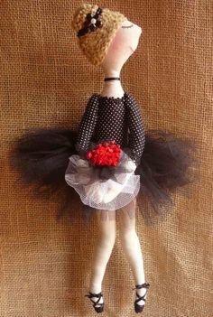 Linda boneca de tecido Bailarina com 40 cm de comprimento. <br> <br>Solicite tecidos disponíveis para produção
