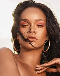 Rihanna's Makeup Artist Shares the Key to Achieving Her Clumpy Eyelash Look - Fashion Moda Rihanna, Rihanna Fan, Rihanna Looks, Rihanna Style, Rihanna Fenty Beauty, Rihanna Makeup, Photo Star, Bad Gal, Celebs