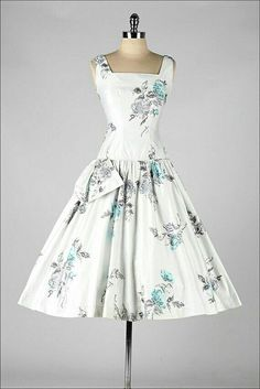Such a pretty dress....so Mad Men style....too bad the style does not look good on me....still love it though!
