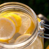 Igyunk 28 napig citromos vizet! Meg fogunk lepődni, hogy mennyire átalakul a testünk, szervezetünk! Pickles, Cucumber, Food, Essen, Meals, Pickle, Yemek, Zucchini, Eten