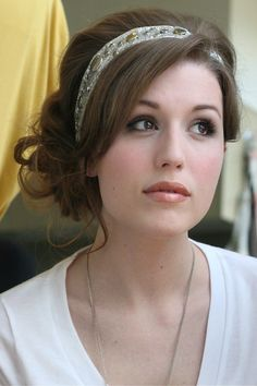 Vintage Hairstyles With Bangs 25 Totally Pretty Holiday Hairstyles - Whether you have long, short, curly or straight hair there's a perfect holiday hairstyle just for you. Headband Hairstyles, Up Hairstyles, Pretty Hairstyles, Wedding Hairstyles, Bridesmaid Hairstyles, Fashion Hairstyles, Medium Hairstyles, Summer Hairstyles, Love Hair
