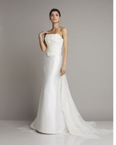 Chic mikado silk gown with draped bodice and organdis train www.giuseppepapini.com